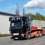 Lastebil med sement i lasten
