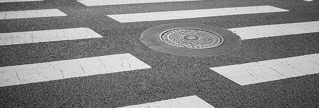 crosswalk-2538714_640